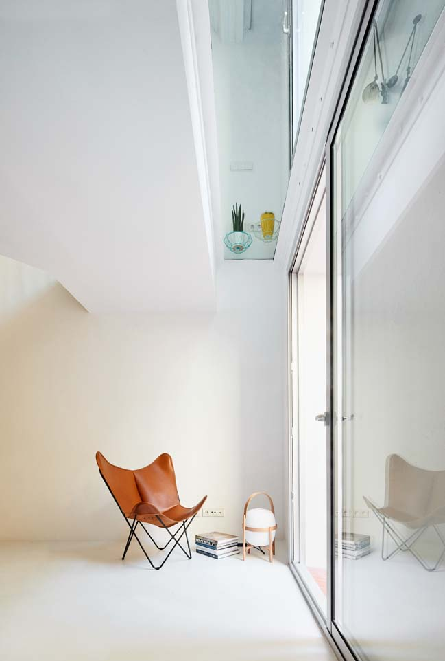 Duplex Tibbaut by Raul Sanchex Architects