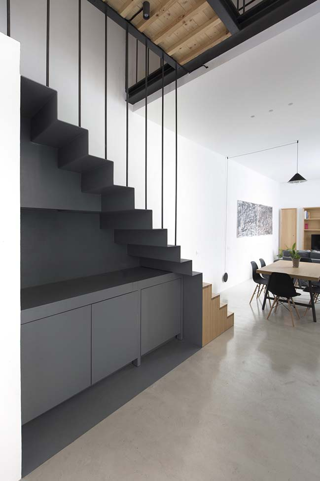 tiny two levels loft by Studio DiDeA