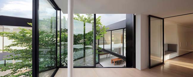Luxury modern villa in Thailand by Ayutt and Associates design