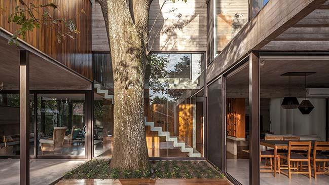 Luxury modern villa in Argentina by Besonias Almeida Arquitectos