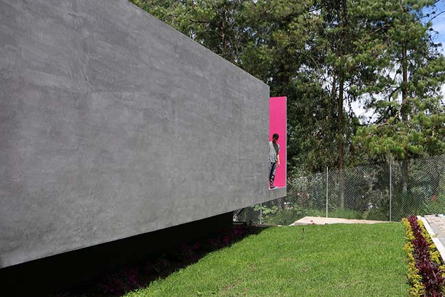 Modern concrete house in Ecuador by Ruptura Morlaca Arquitectura