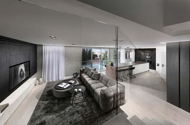 Penthouse in Ramat Hasharon by Studio Erez Hyatt