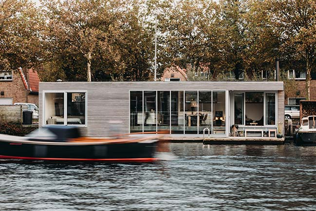 Energy neutral floating villa by vanOmmeren-architecten