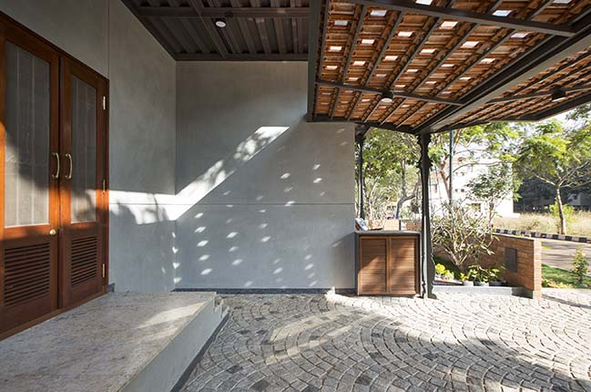 Corbel House by Kamat & Rozario Architecture