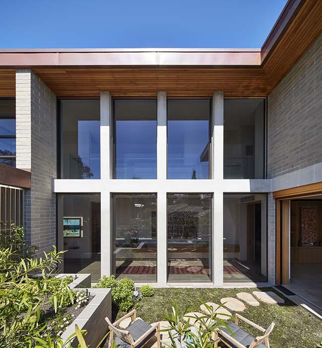 Castlecrag House by Porebski Architects