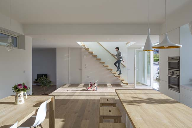 Two-storey modern home in Dublin by Anthro Architecture