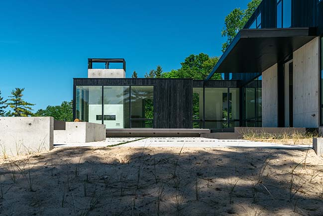 Modern family retreat in Michigan by William / Kaven Architecture