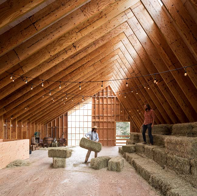 Swallowfield Barn by MOTIV Architects