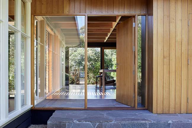 Dark Light House by MRTN Architects