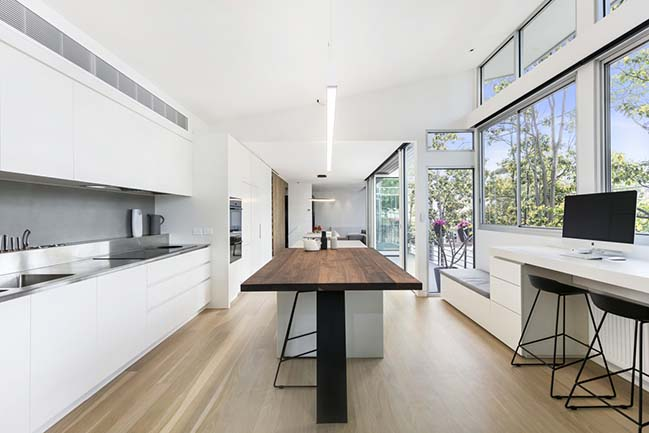 Port Melbourne Residence by Finnis Architects