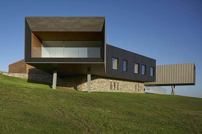 Headland House in Gerringong by Atelier Andy Carson