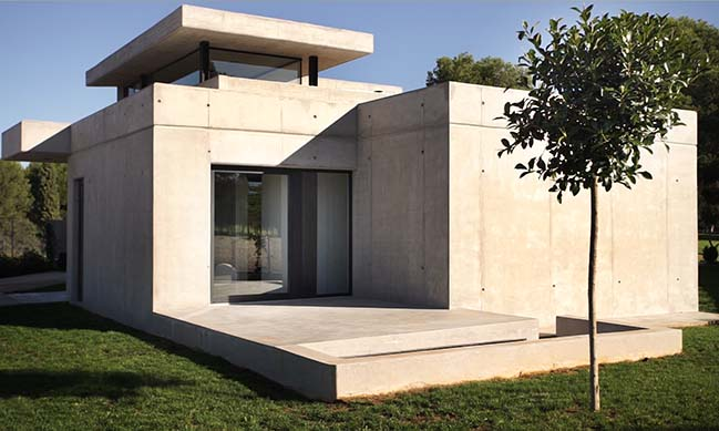 Luxury concrete house in Valencia by Julio Gómez-Perretta de Mateo
