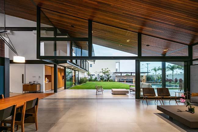 CR House in São Paulo  by Obra Arquitetos