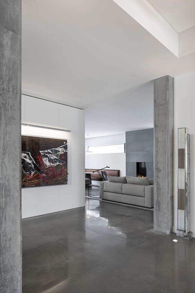 Contemporary concrete house in Montreal by Desjardins Bherer