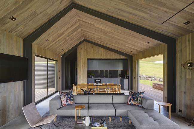 Escarpment House by Atelier Andy Carson
