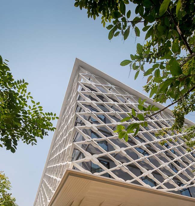 Bangkok Midtown Hotel by Plan Architect