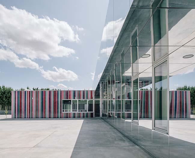 ABLM arquitectos几乎看不见的学校