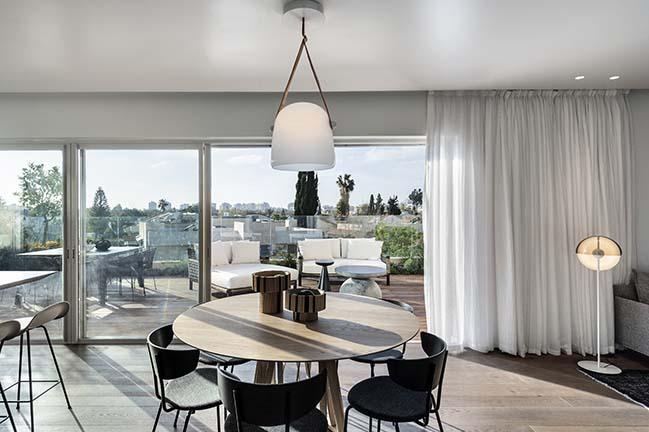 Penthouse in Tel Aviv by Aviram-Kushmirski