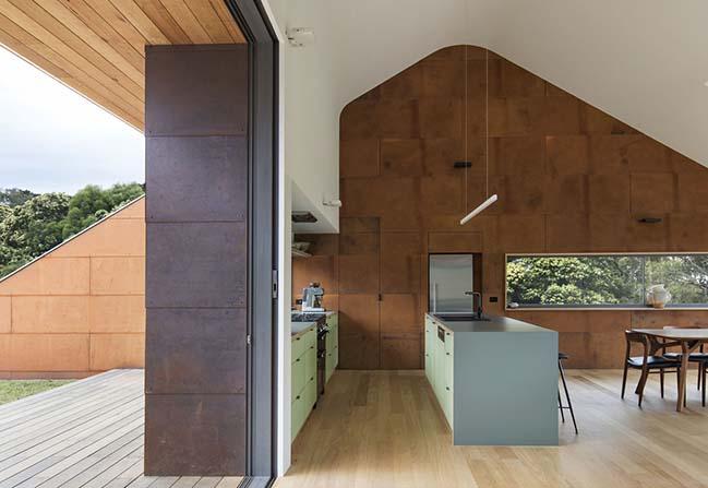 Tucks Ridge House by Adrian Bonomi Architect