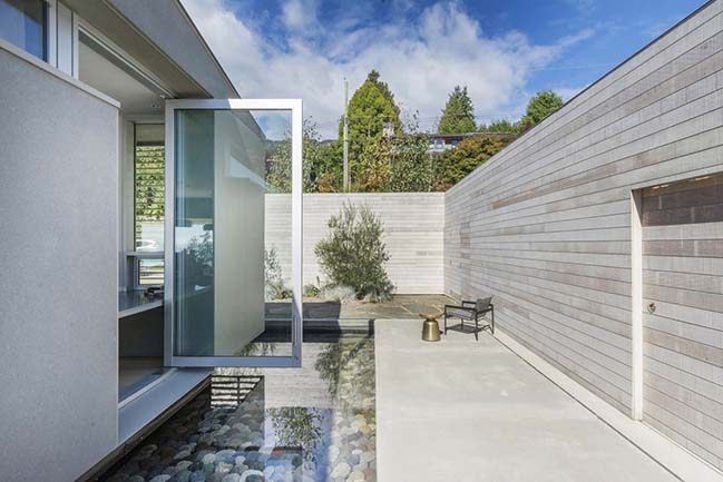 G'day House in West Vancouver by McLeod Bovell Modern Houses