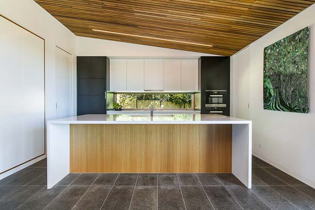 Red Hill Residence by Finnis Architects