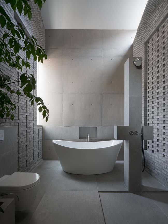 Surprising Seclusion by HYLA Architects