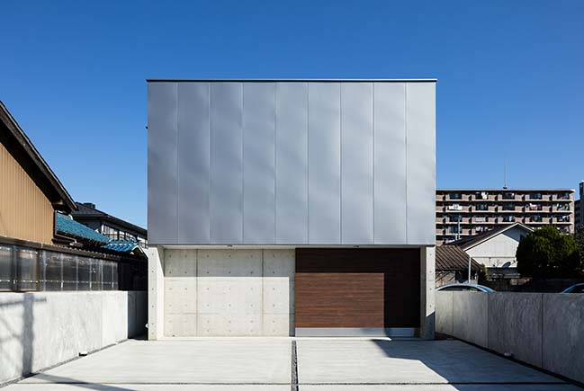 Garage House in Kawagoe by Horibe Associates