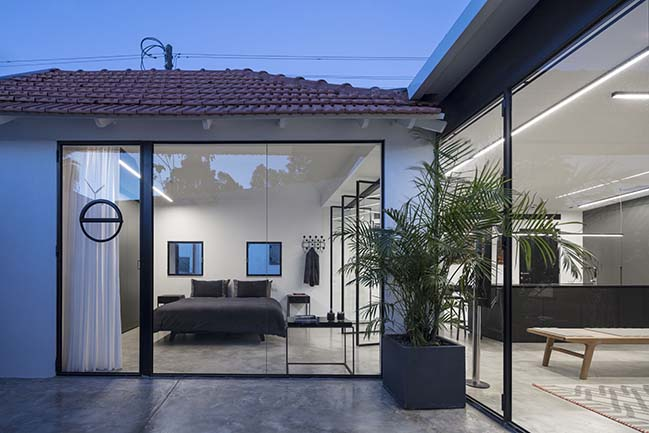 Modern shack in the historic Neve Tzedek by Raz Melamed Architects