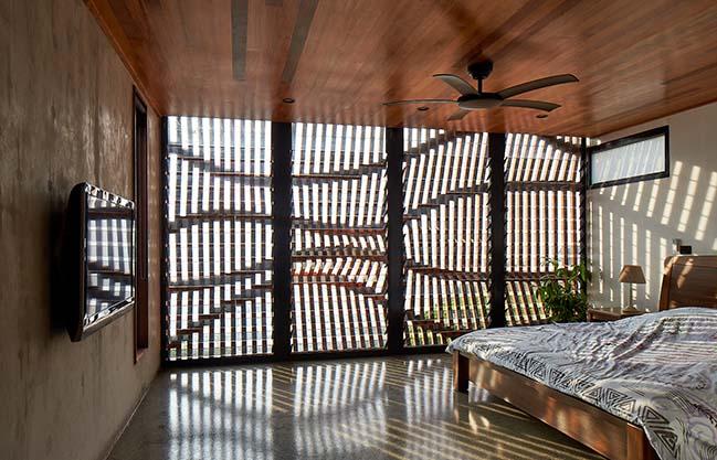 Brise Soleil House by Studio Workshop