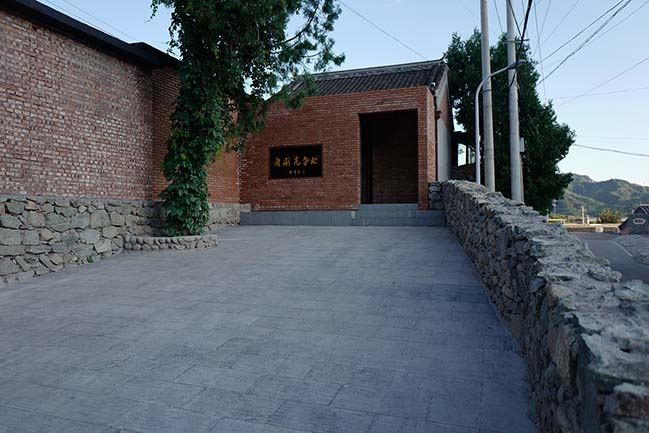 San She House - Beigala Place at the foot of the Great Wall by llLab.