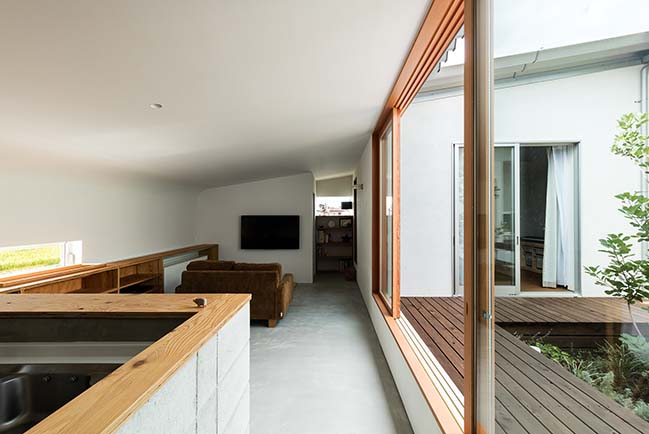 House in Mita by Horibe Associates