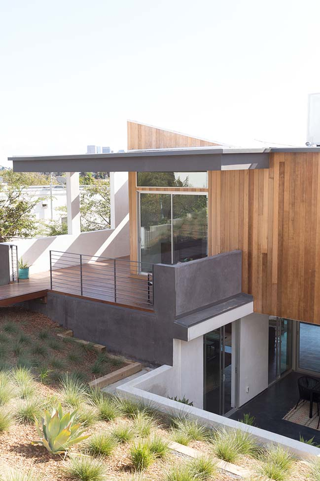 Three Step House in Los Angeles by CHA:COL