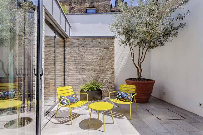 Courtyard Houses in London by FORMstudio
