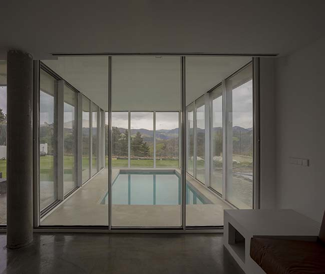 Pitched House by pura arquitectura