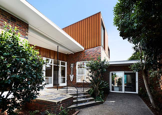 Mid Century House Extension by Foomann Architects
