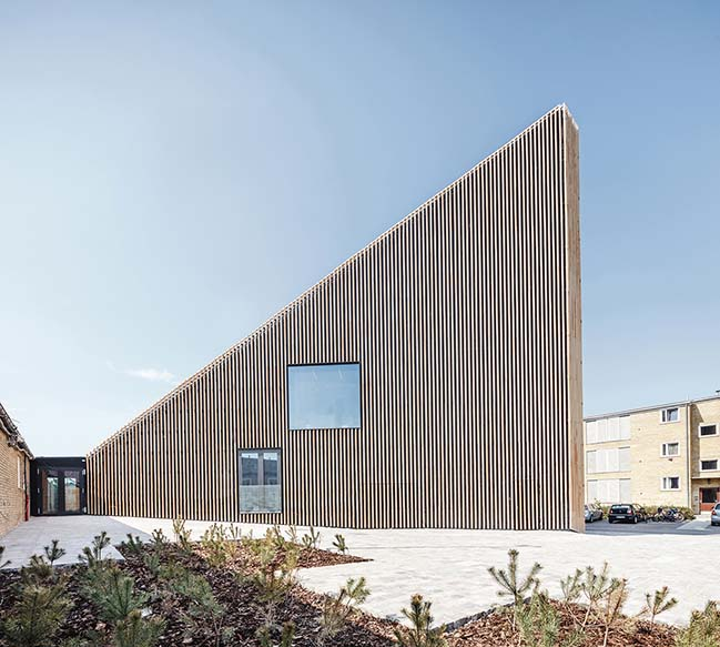 New library and culture house in Tingbjerg by COBE