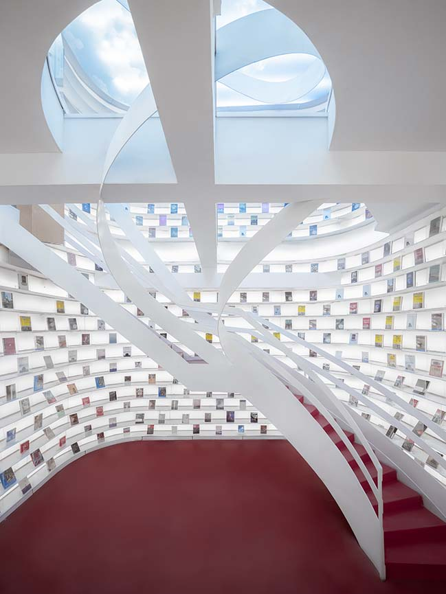 White Comedy of Xi'an Zhongshu Bookstore by Wutopia Lab