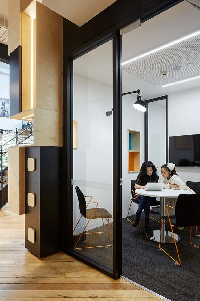 LCI Melbourne by Gray Pauksand
