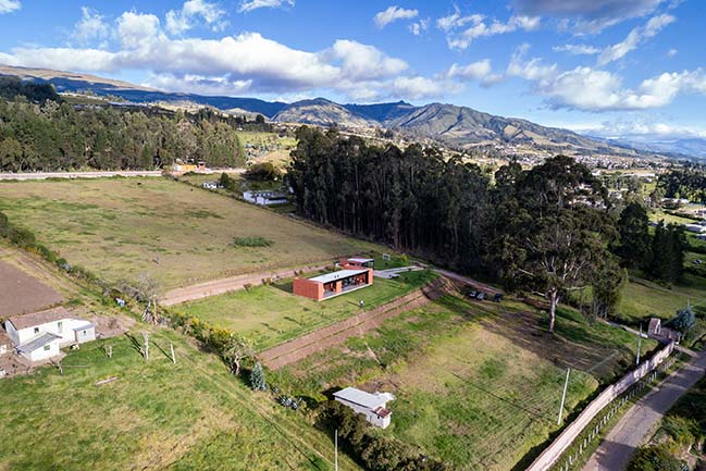 Sun Villa in Yaruquí by Bernardo Bustamante Arquitectos