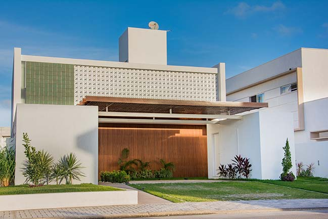 House at Intermares by Manoel Farias Arquitetura
