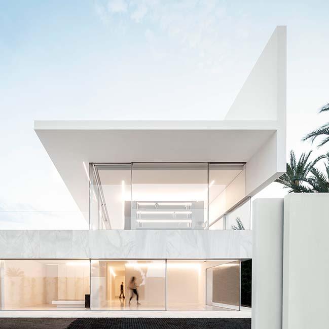 Hofmann House by Fran Silvestre Arquitectos