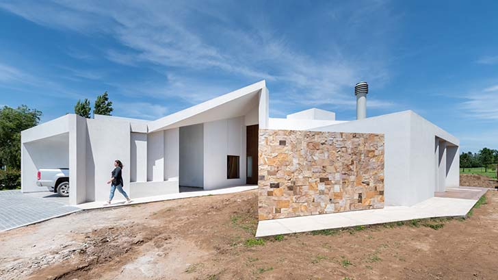 House Y in San Steban by Ambroggio arquitectos