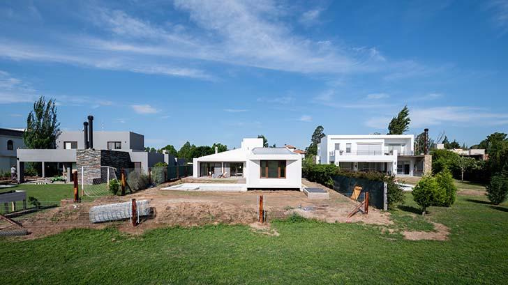 House Y in San Steban by Ambroggio arquitectos
