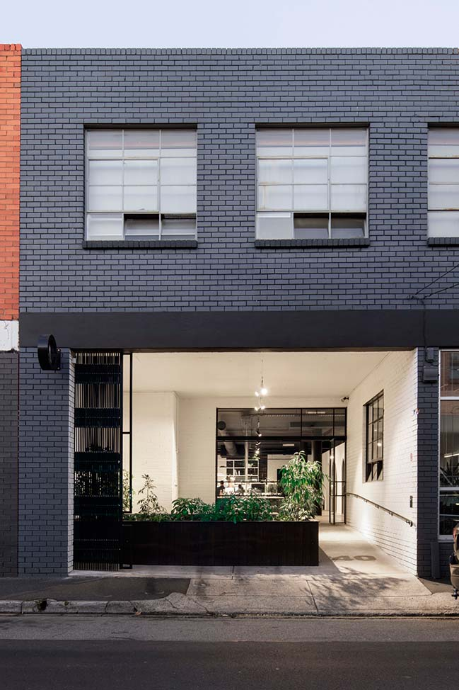 Canyon Studio in Melbourne by Tom Robertson Architects