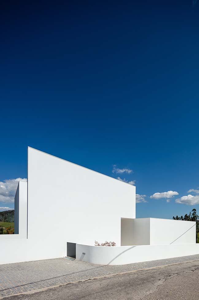 Gafarim House by Tiago do Vale Arquitectos