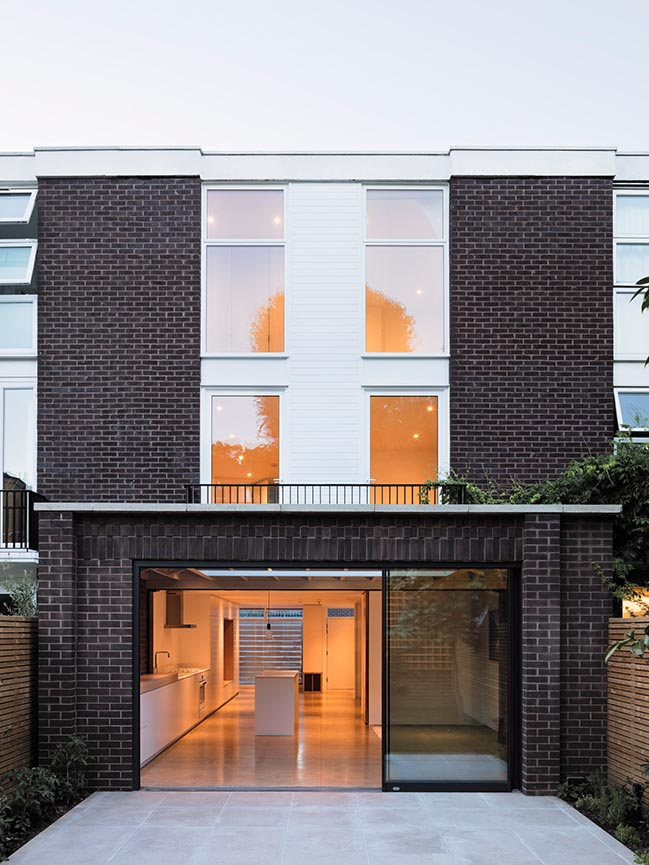 Elliott Square House by DF_DC Architects