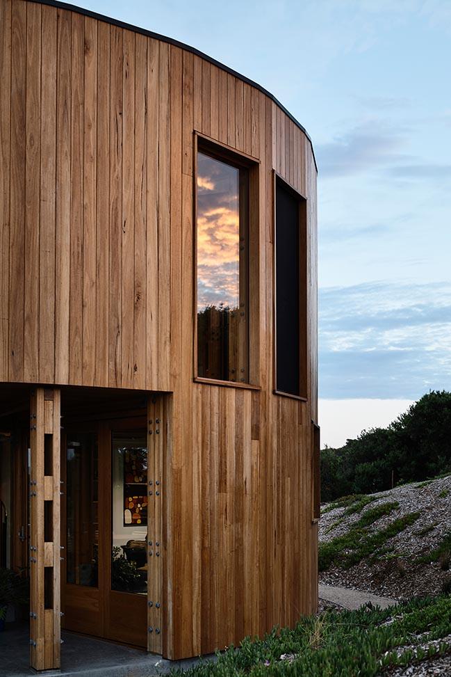 St Andrews Beach House by Austin Maynard Architects