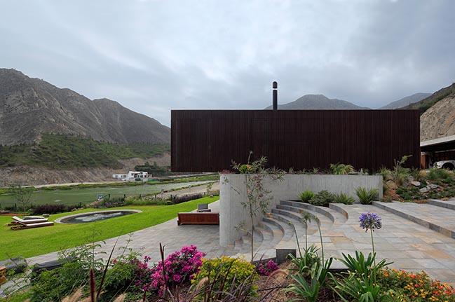 Topo House by Martin Dulanto Arquitecto