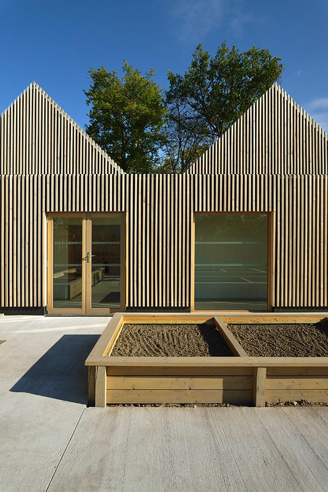 School la ruche Perthes-en-Gâtinais by TRACKS
