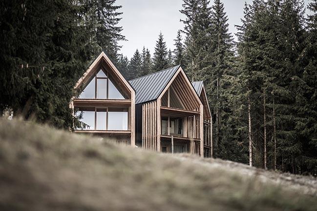 Obomila Waldchalets in Meransen by Architekt Andreas Gruber